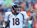 PeytonManning-signalling-two-pointer